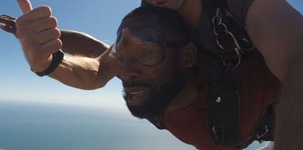 San Francisco 49ers receiver Pierre Garcon goes skydiving