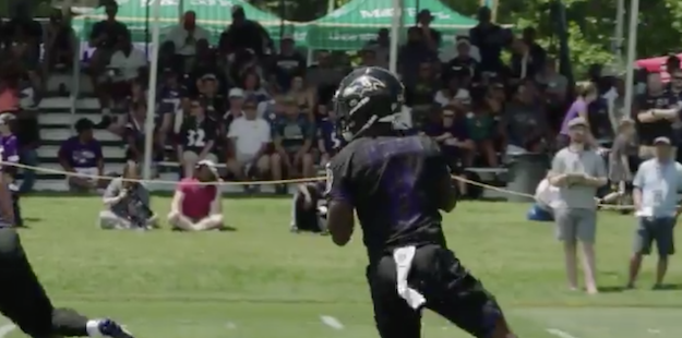 Lamar Jackson connects with Jordan Lasley on huge touchdown pass
