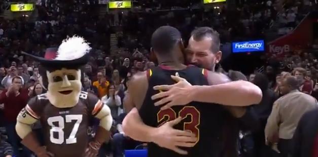 Browns legend Joe Thomas augments Warriors-Cavaliers pledge
