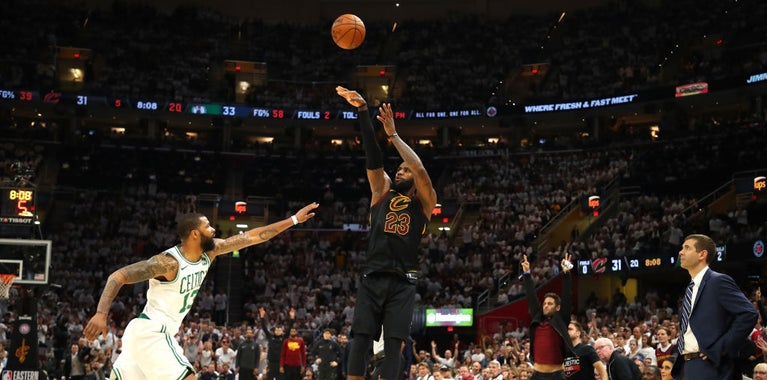 WATCH: LeBron drops 25 points on Celtics in first half of Game 6