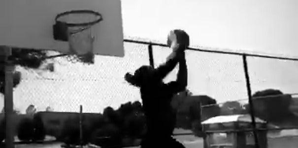 WATCH: Takkarist McKinley drills 360 dunk