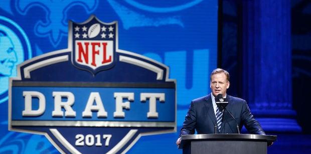 Report: NFL teams, agents squabbling over offset language