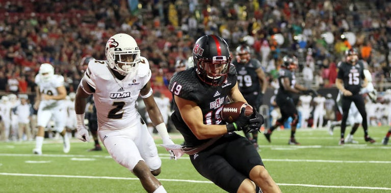 Red Wolves Win thanks to the Hogs
