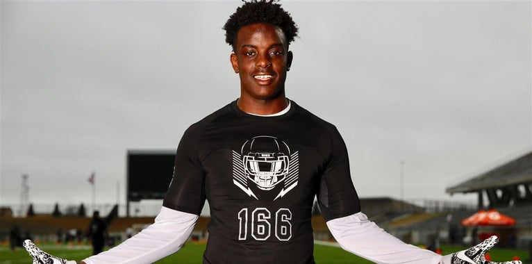 Texas lands commitment from rising DL Mpagi