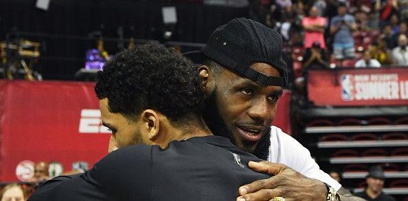 LeBron congratulates Hart for winning Summer League MVP